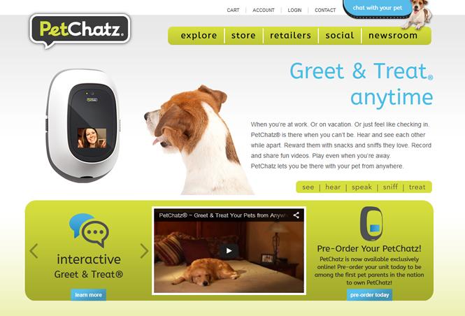 餌やりも可能 留守番中の愛犬と映像でつながれる「PetChatz」